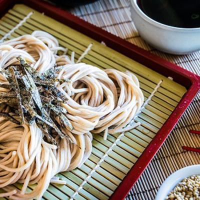 """Vì sao người Nhật nổi tiếng là tao nhã lại có kiểu ăn mì """"xì xụp"""", """"sột soạt""""?"""